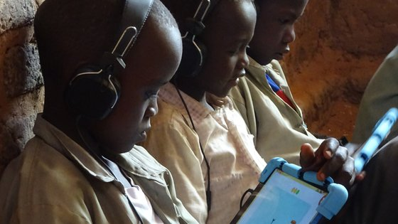 Children in South Sudan receive tablet education with Can't Wait to Learn from War Child