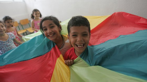 Lebanon children parachute happy