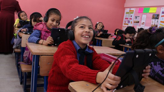 War Child Can't Wait to Learn in Jordan - children education on tablets